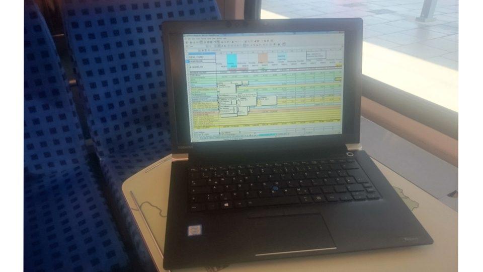 Toshiba-Tecra-X40-Bahn_4