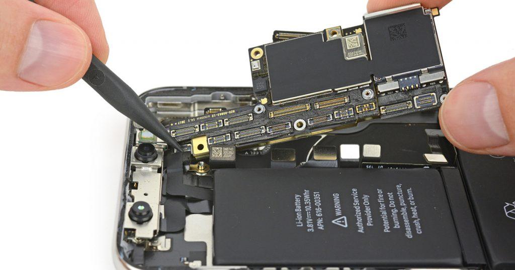 iPhone X im Teardown und mit transparenter Rückseite