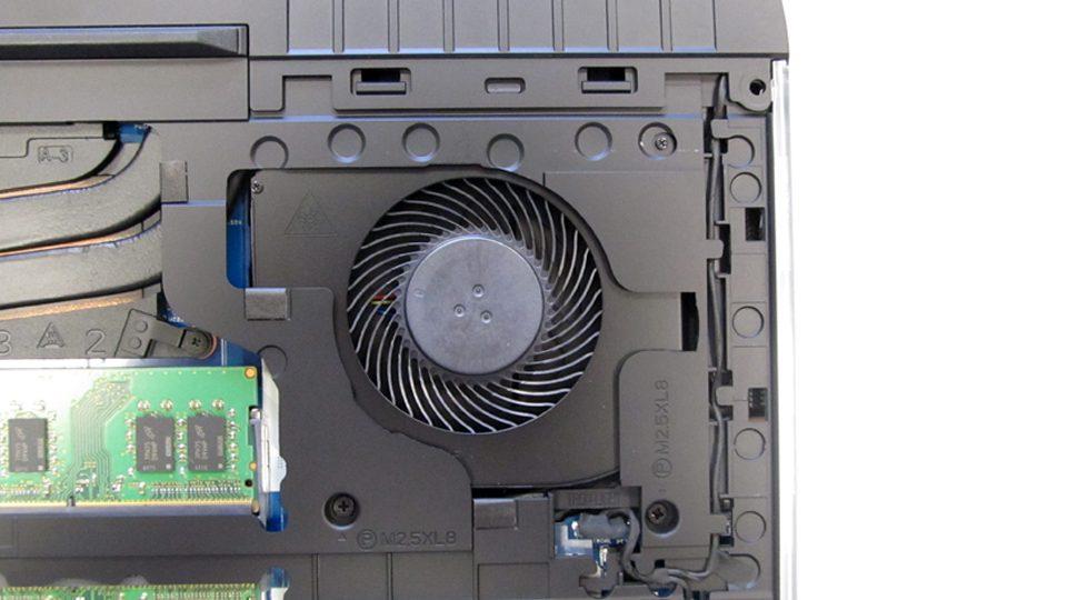 Dell-Alienware-15-R3-A15-9597Innen_7