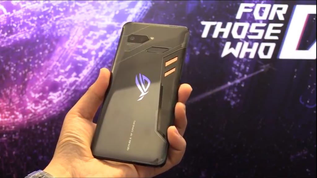 ASUS ROG Phone – Smartphone für Gamer mit aktivem Lüfter und viel Zubehör