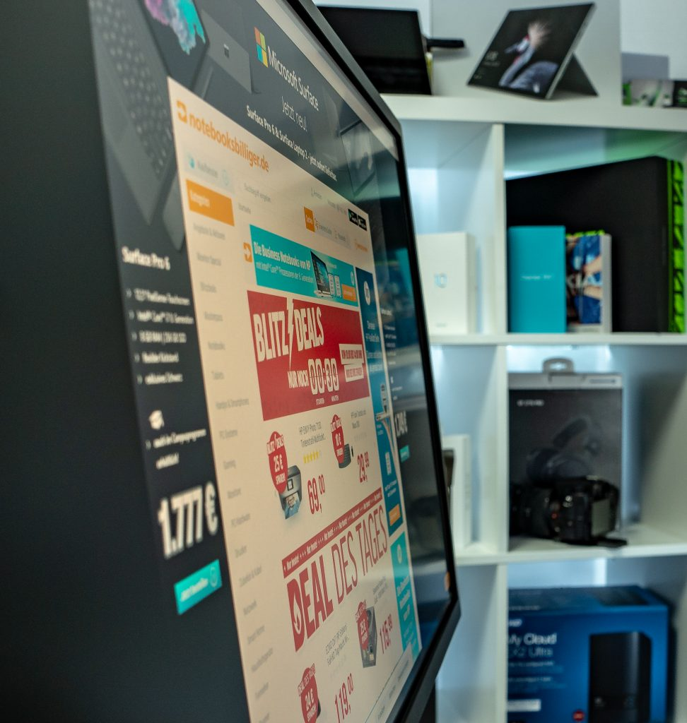 HP Pavilion Gaming 32 HDR von der Seite