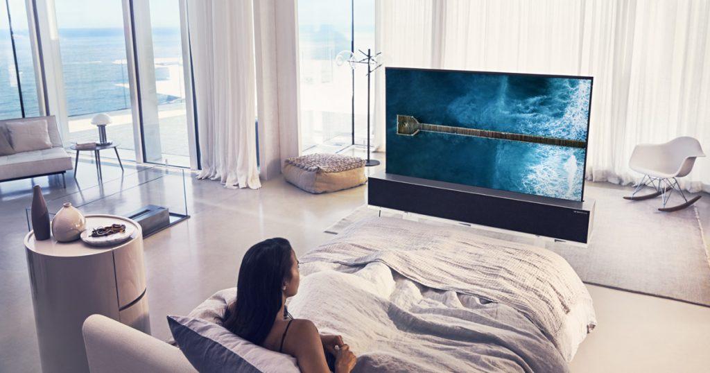 """[CES 2019] LG zeigt zusammenrollbaren 65"""" OLED-TV"""