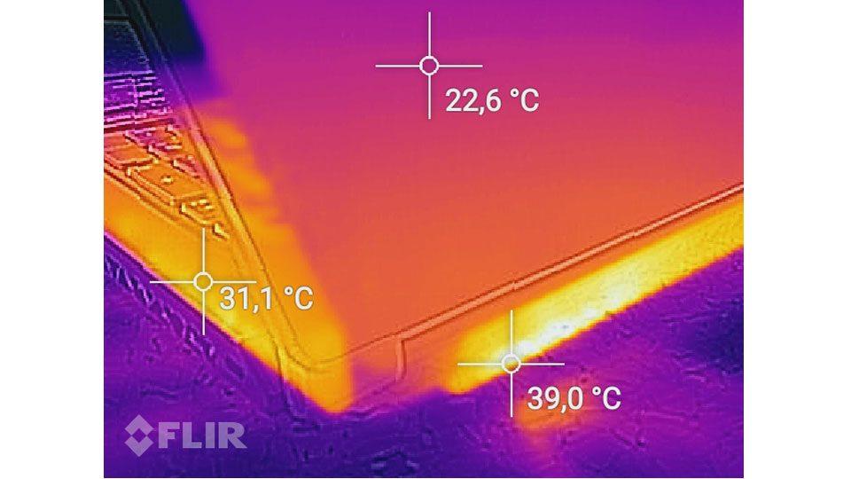 MSI GS75 8SG-215 Stealth Hitze_3