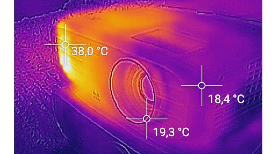 Viewsonic PX747 Hitze_5