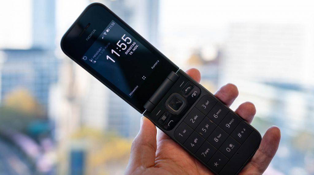 Nokia 2720 Flip im Test: Klapp-Telefon mit Notfall-Button