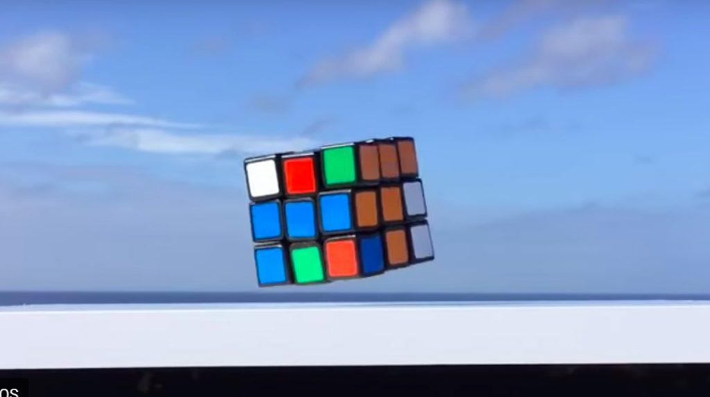 Video: Rubic Cube löst sich selbst