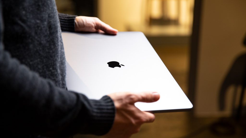 16 Zoll Apple MacBook Pro 3