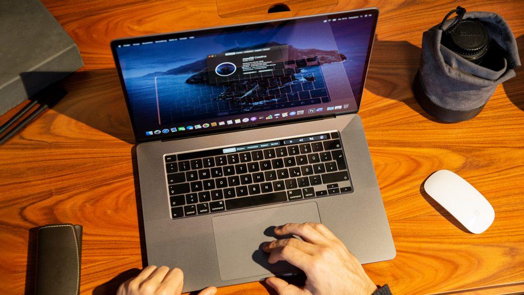 16 Zoll Apple MacBook Pro 19