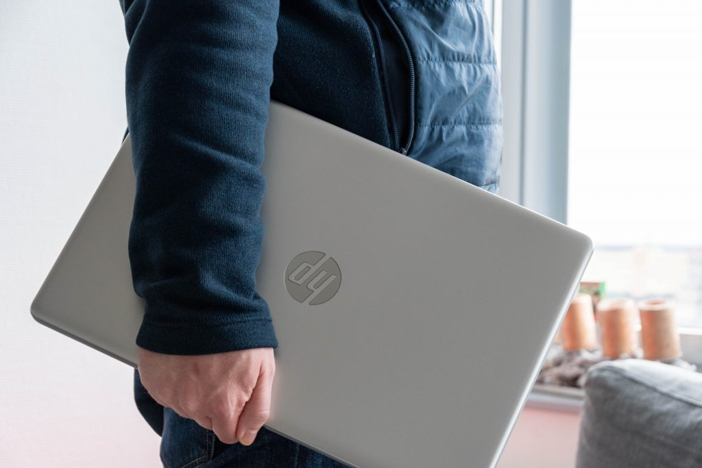 multimedia-notebook hp 117-ca1176ng  mit ryzen cpu im test