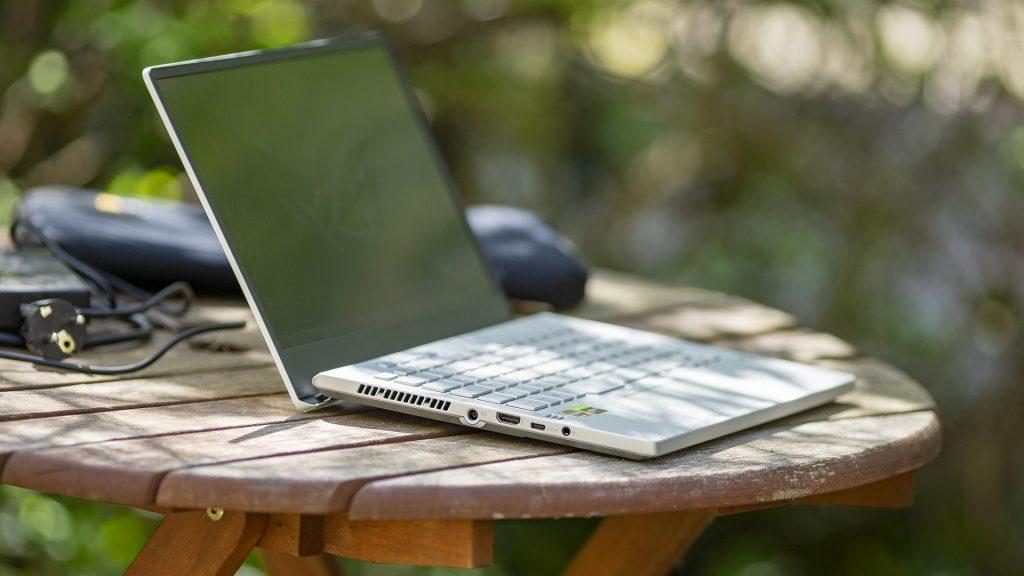 ASUS ROG Zephyrus G14 Gaming Laptop Notebook AMD Ryzen 4000 Draußen 2