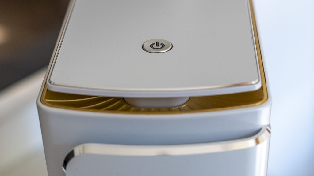 MSI Prestige P100 Creator Gaming PC Detail Anschaltknopf Lüftungsgitter