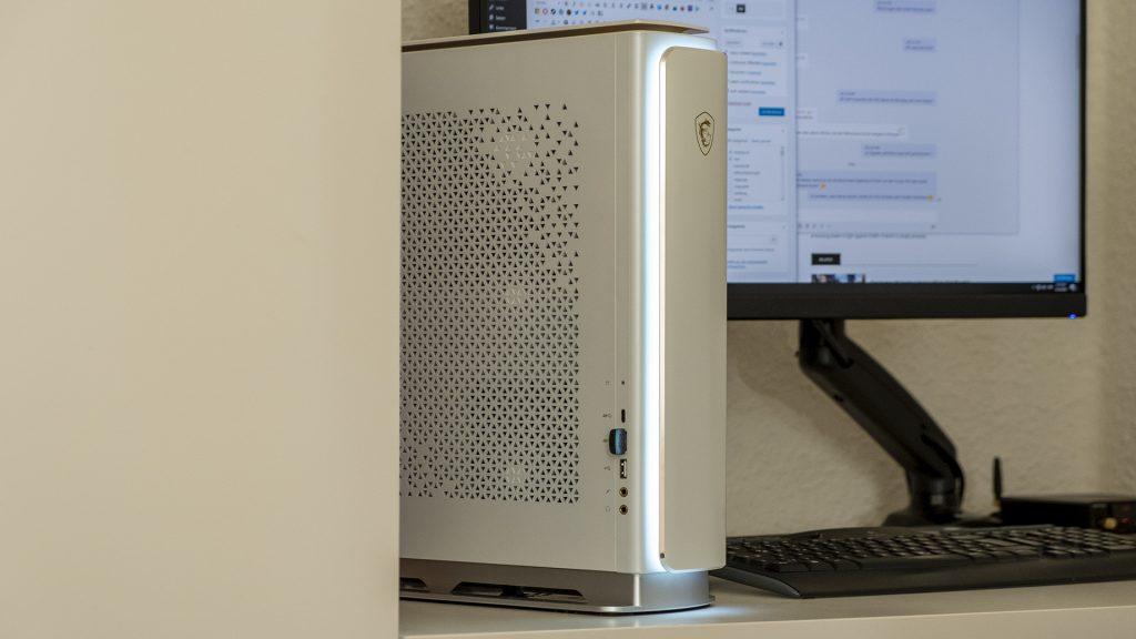 MSI Prestige P100 Creator Gaming PC LED an