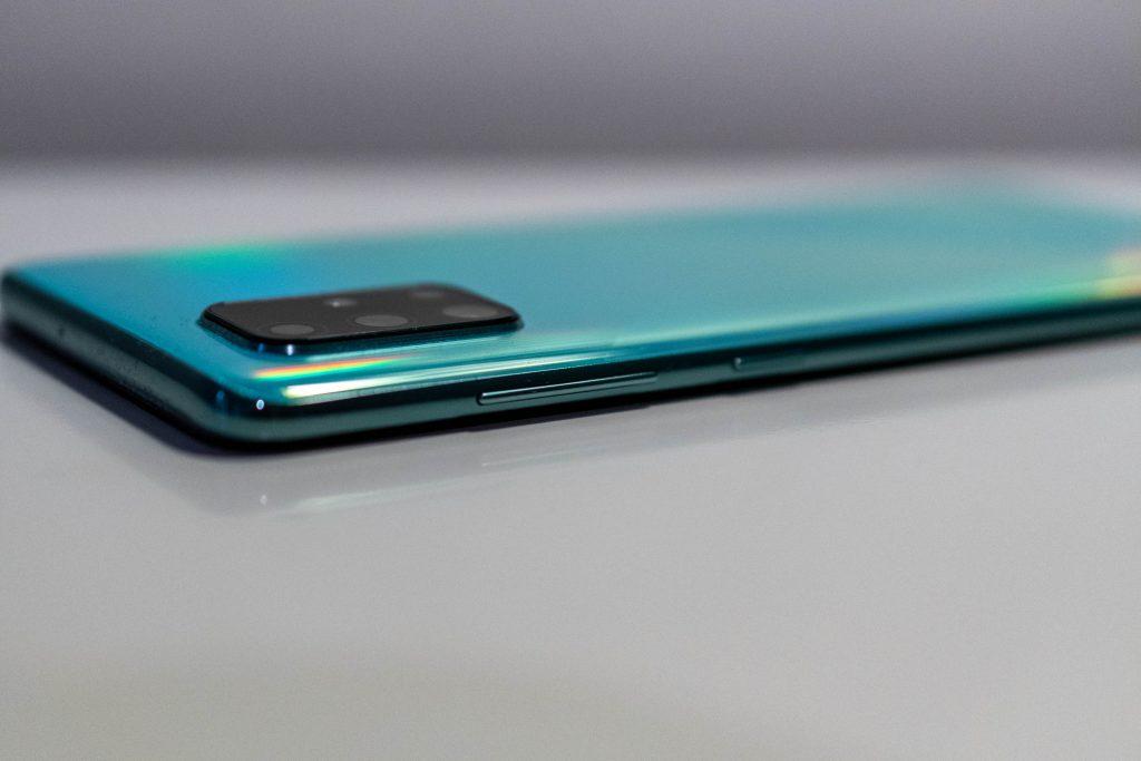 samsung galaxy a71 im test mittelklasse-smartphone mit riesigem display