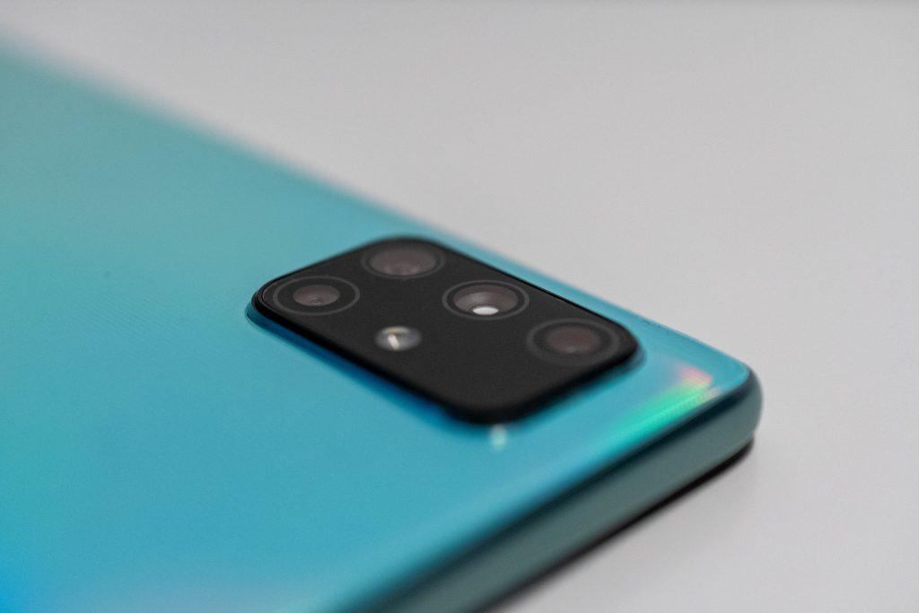 samsung galaxy a71 im test mittelklasse-smartphone mit riesigem amoled-display