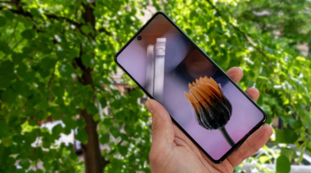 Samsungs neue Mittelklasse: Galaxy A71 mit großem AMOLED-Display im Test