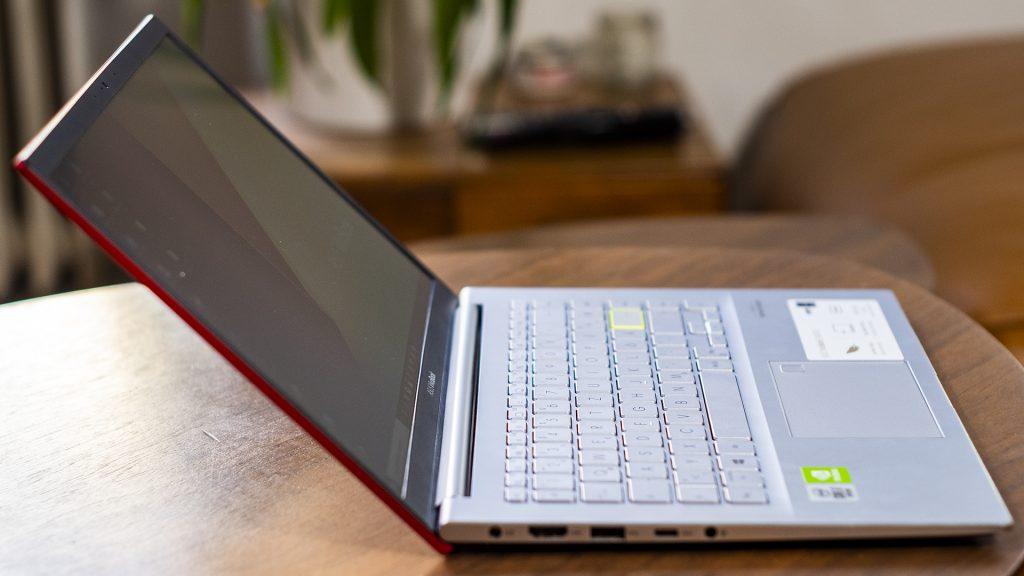 ASUS VivoBook S14 S433FL Aufgeklappt Seite