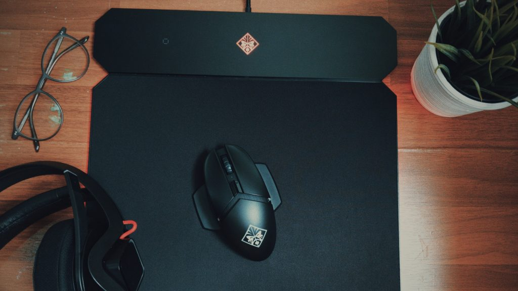 Test: OMEN by HP Photon & Outpost – Qi-Maus & Pad für Gamer