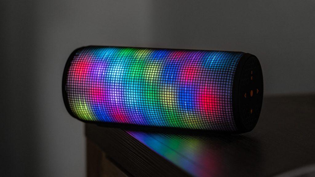 Trust Dixxo im Test: Günstigem Bluetooth-Speaker mit Party-Beleuchtung fehlt es an Tiefe