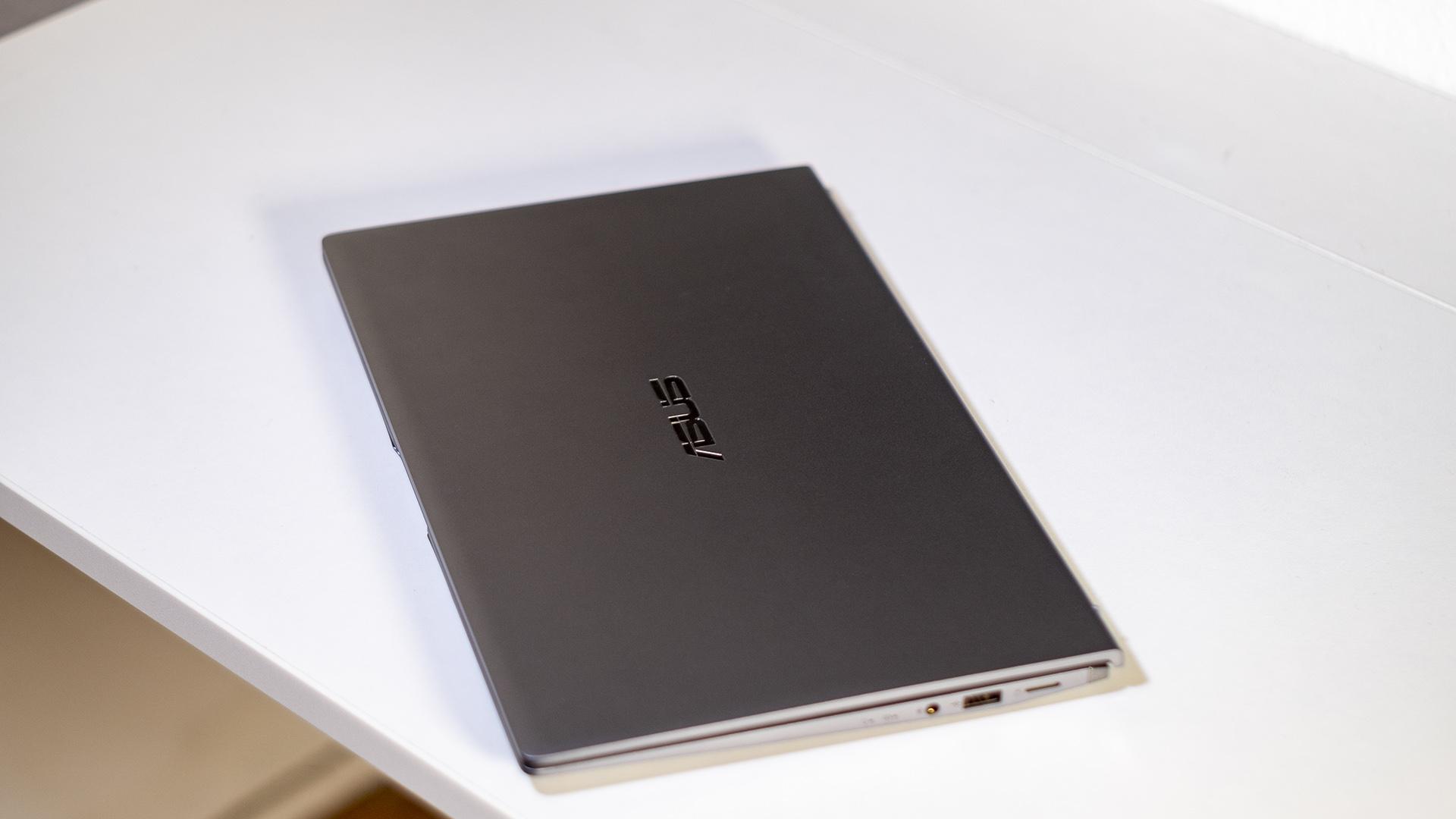 ASUS ZenBook 14 UM433I Details Deckel