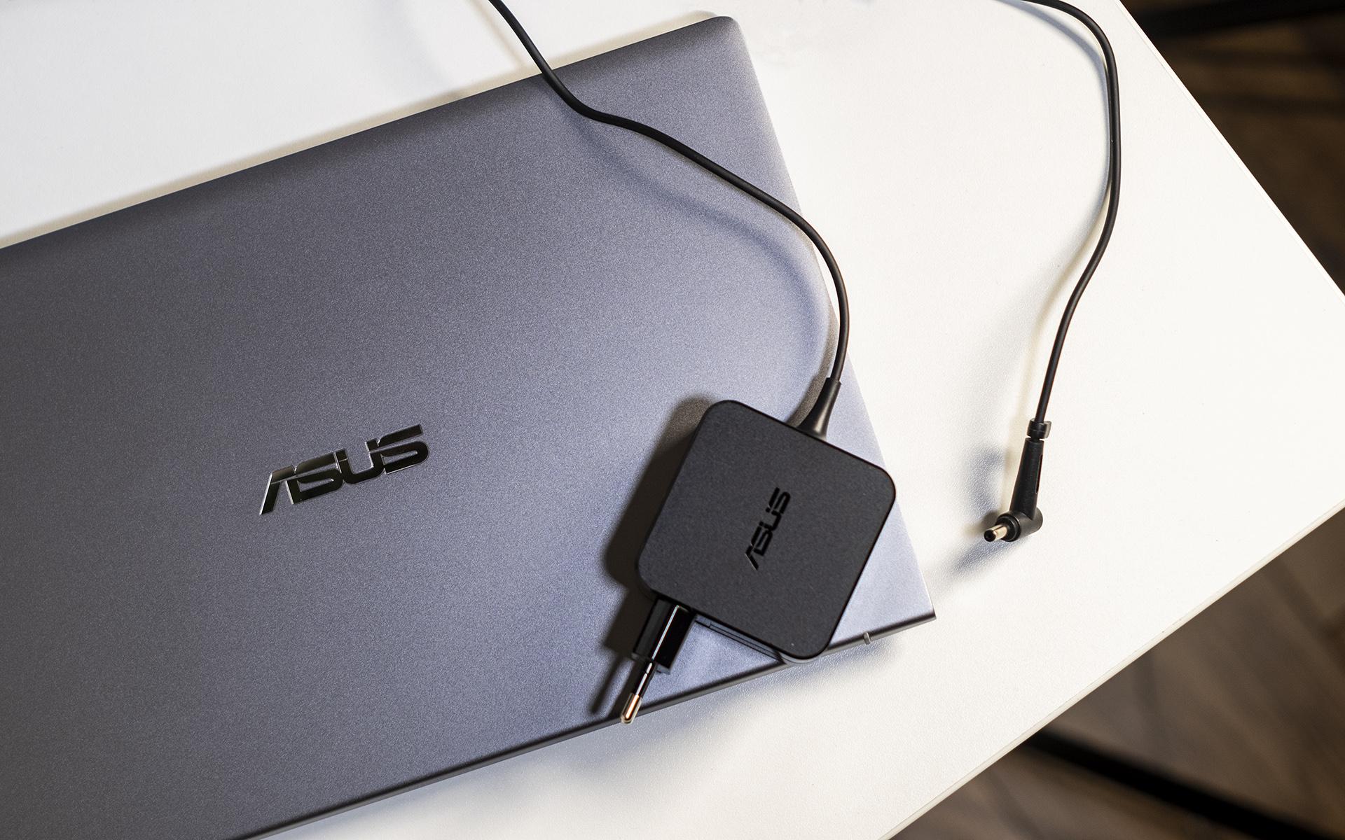 ASUS ZenBook 14 UM433I Netzteil