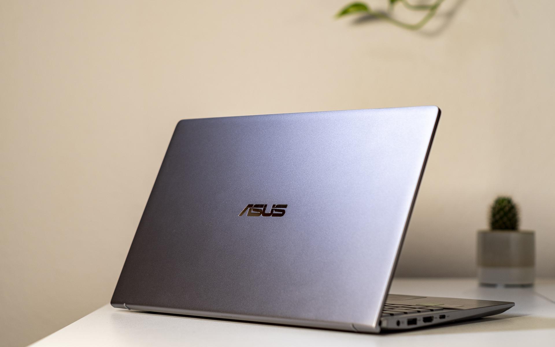 ASUS ZenBook 14 UM433I Rückseite halboffen
