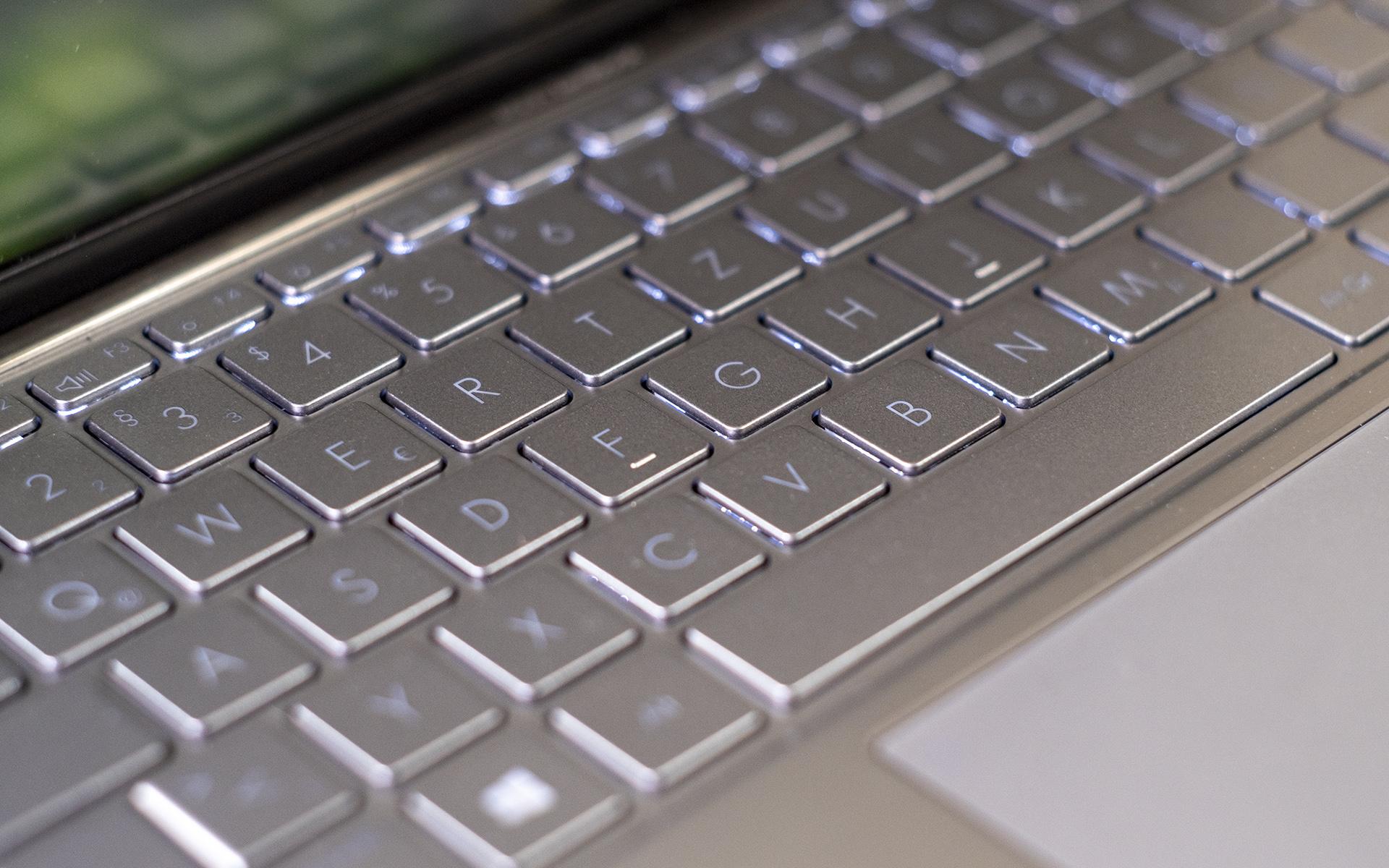 ASUS ZenBook 14 UM433I Tastatur Beleuchtung