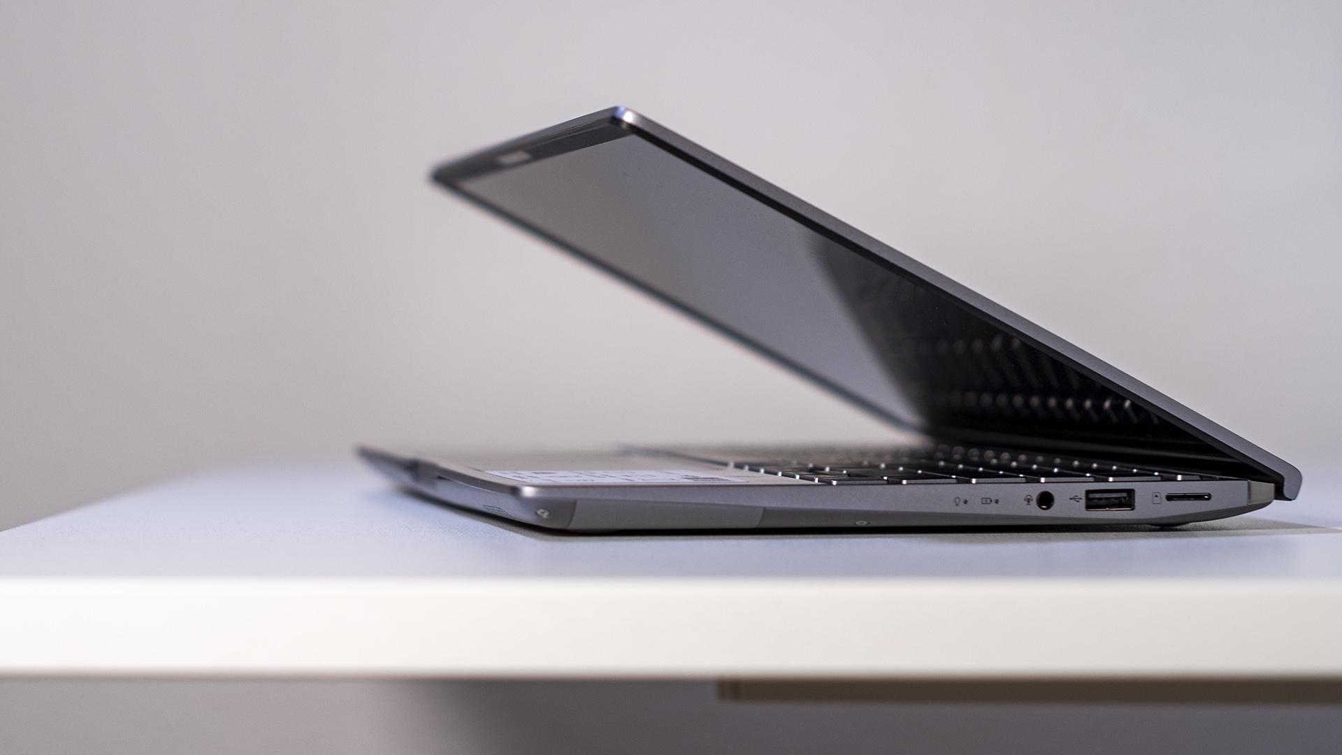 ASUS ZenBook 14 UM433I halboffen