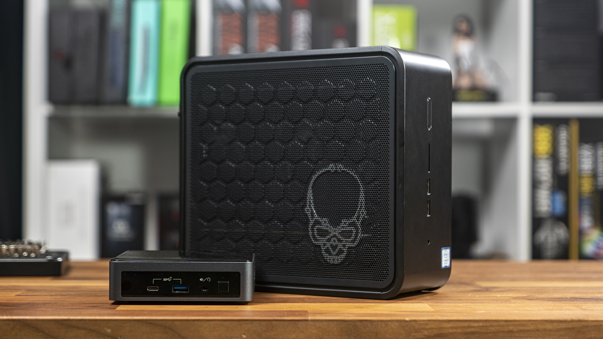 Ghost Canyon Intel NUC 9 Extreme neben Frost Canyon NUC