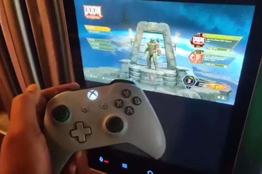 Fan spielt Doom Eternal auf einem Samsung-Kühlschrank