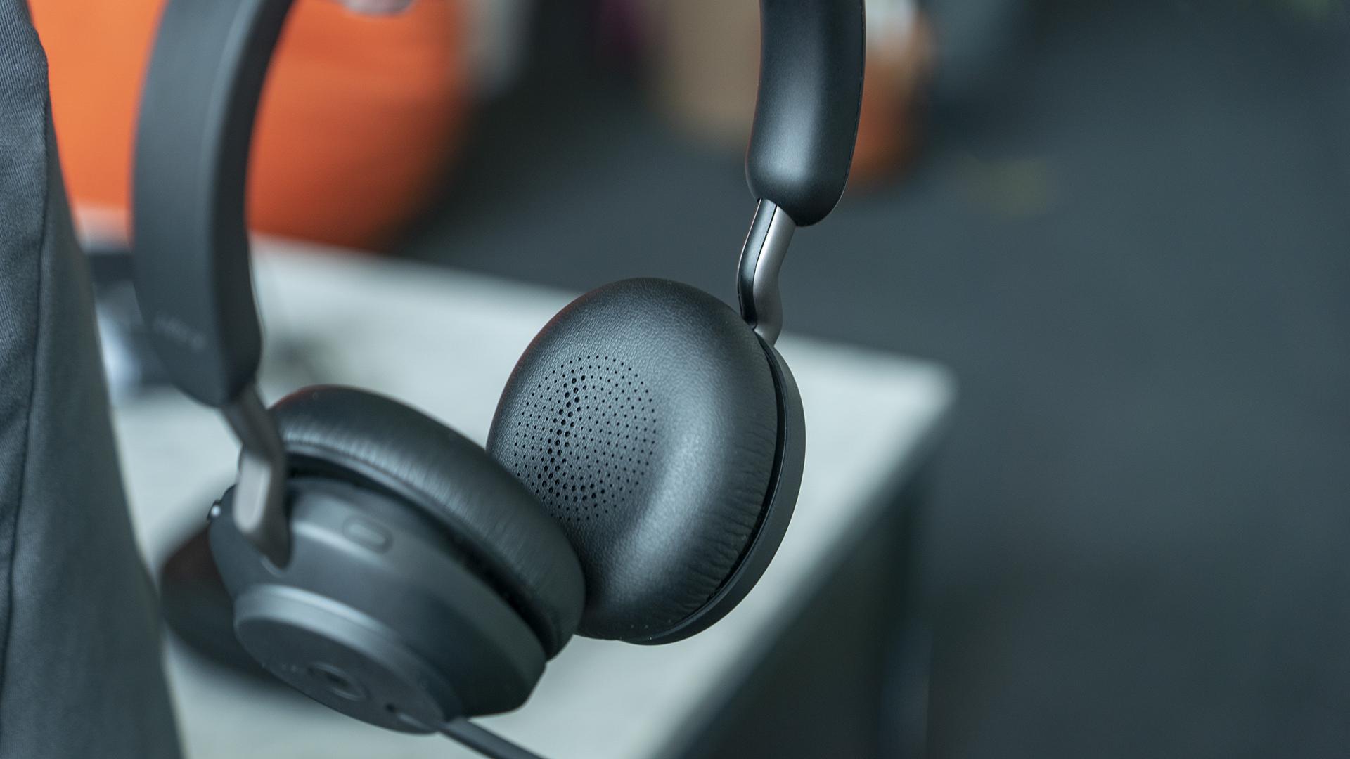 Jabra Evolve2 65 Office Headset LR