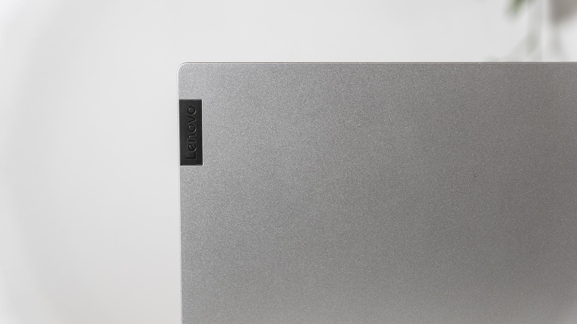 Lenovo IdeaPad Flex 5 Logo Detail