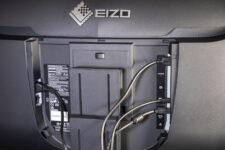 Eizo FlexScan EV3895 Kabelmanagement Kabel angeschlossen offen