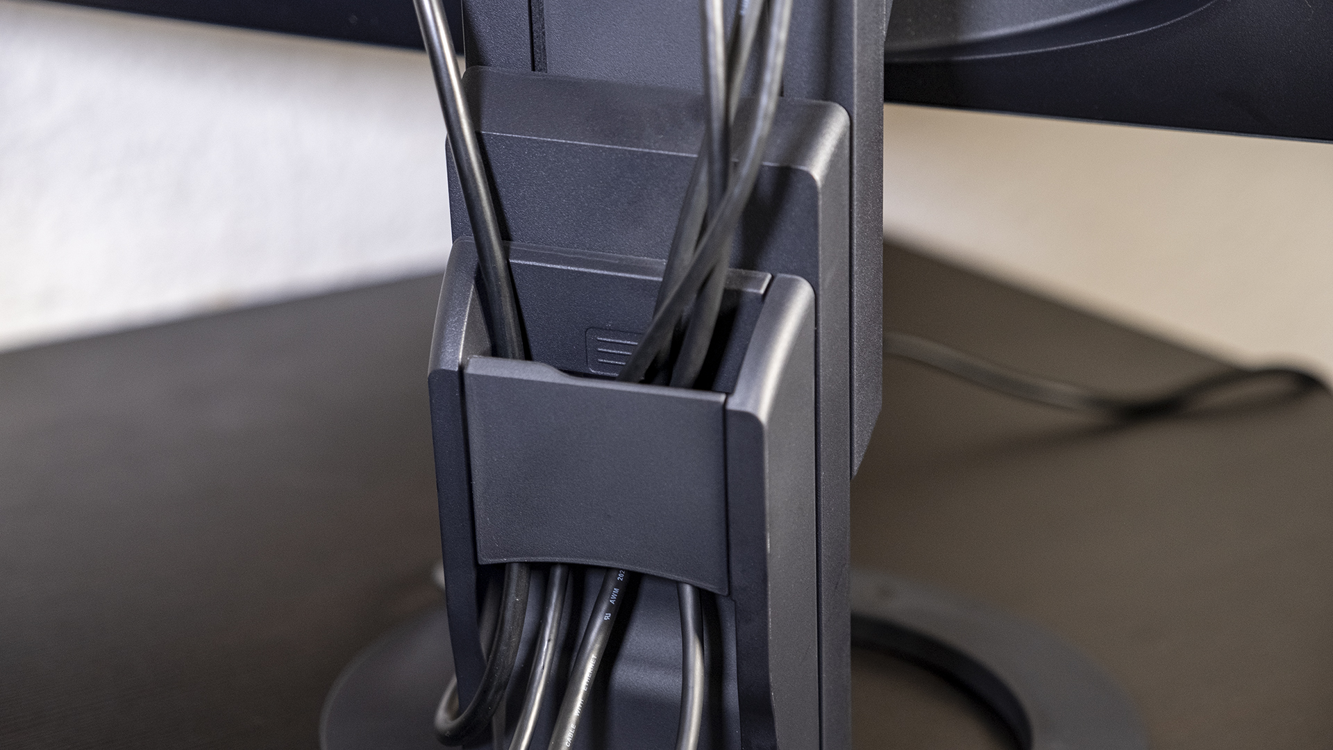 Eizo FlexScan BV3895 Kabelmanagement Standfuss