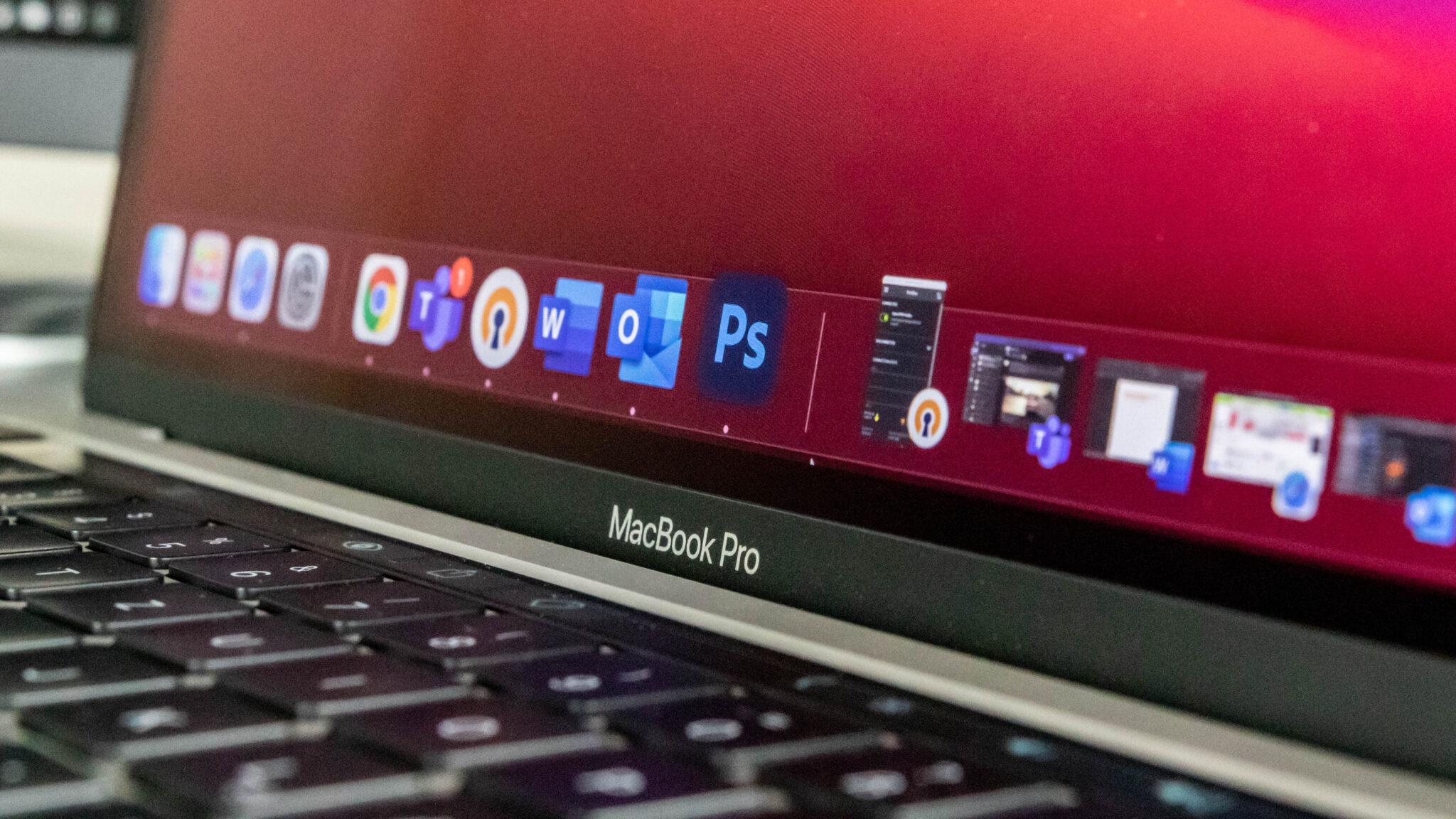 Apple MacBook Pro M1-Schriftzug