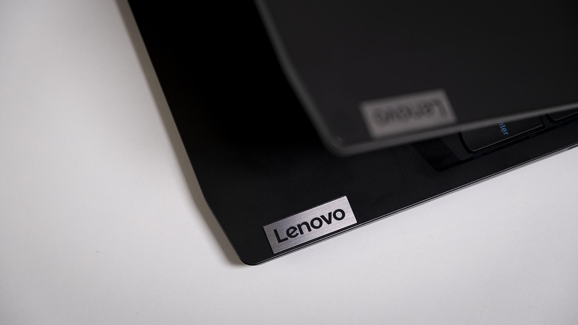 Lenovo IdeaPad Gaming 3 AMD Detail Logo Deckel Logo Innen
