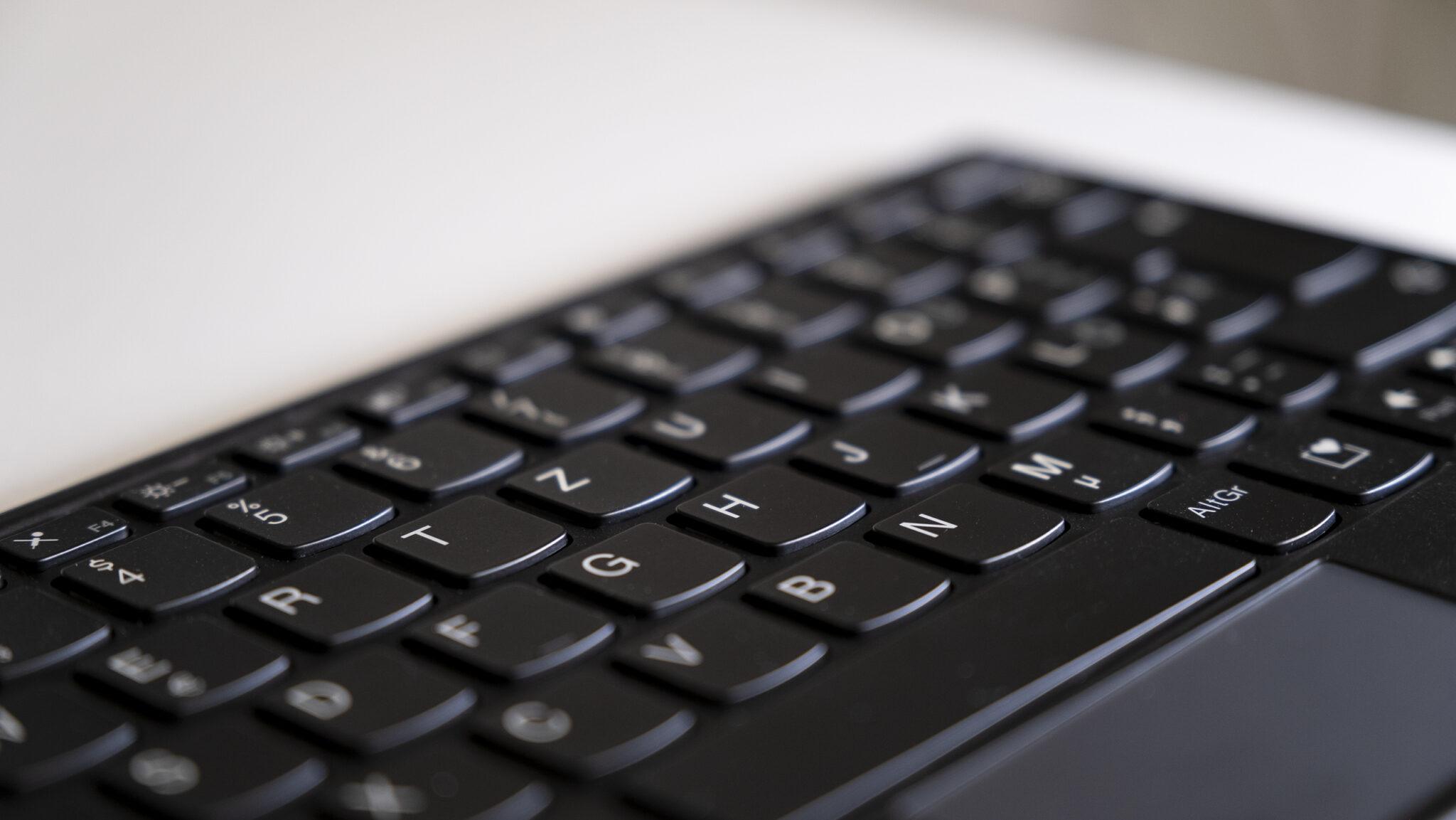 Lenovo ThinkPad X1 Fold Mini-Keyboard Close