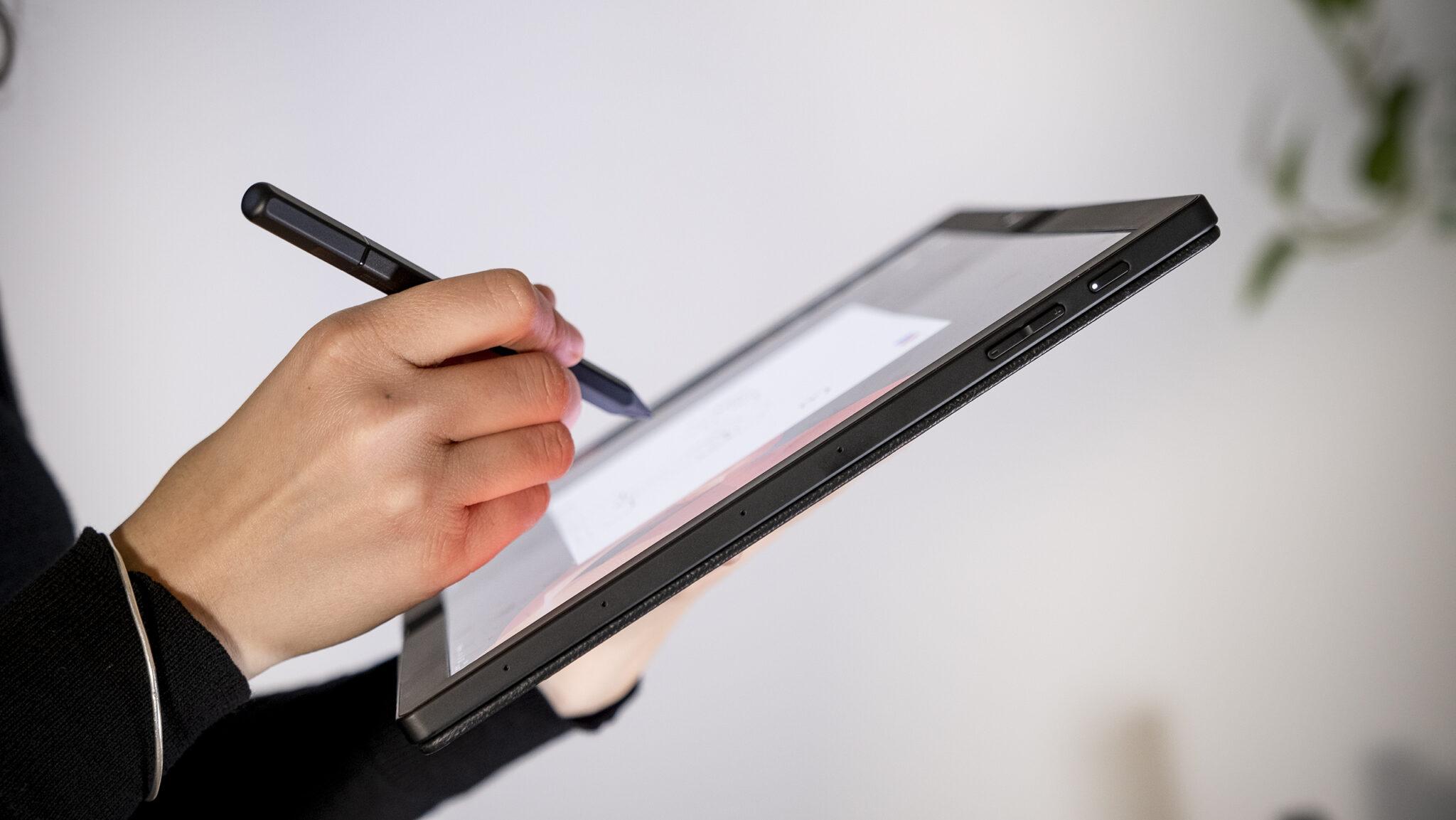 Lenovo ThinkPad X1 Fold geöffnet Tablet Modus Voll