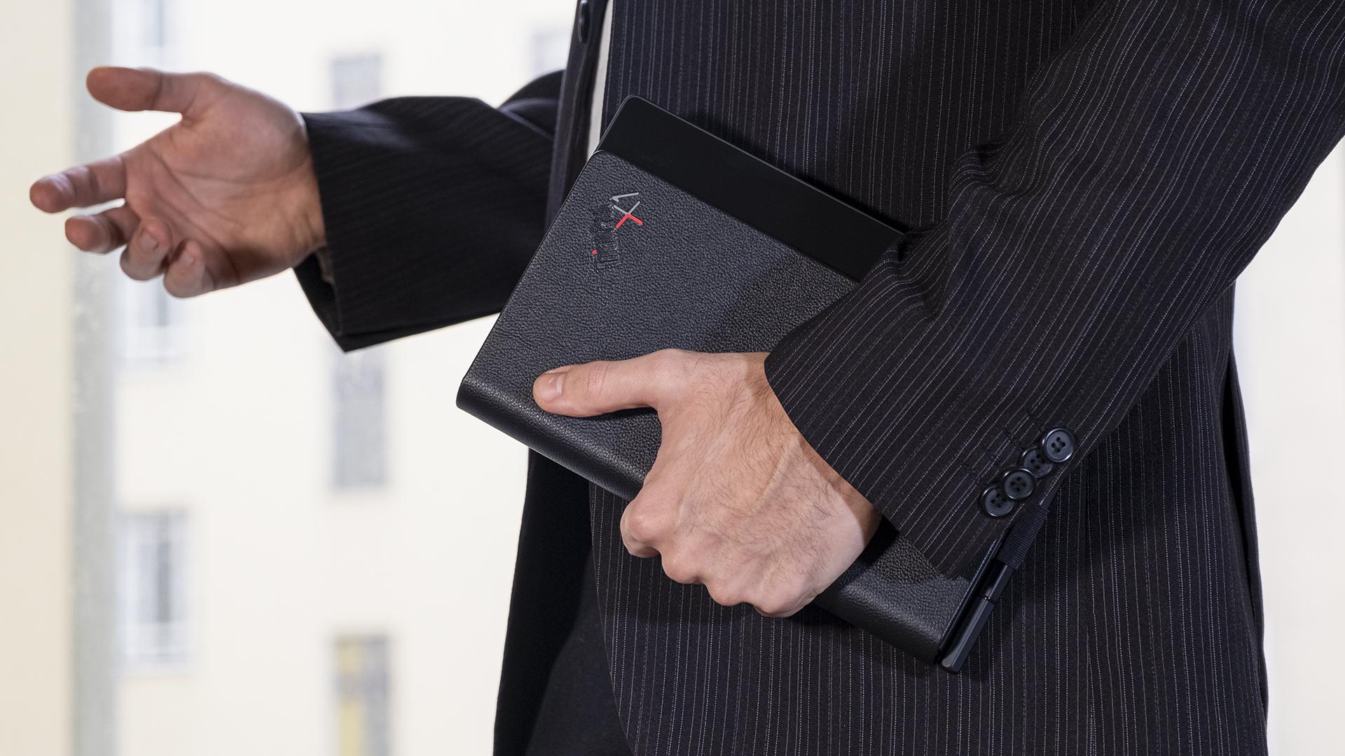Lenovo ThinkPad X1 Fold geschlossen Seite Anzug
