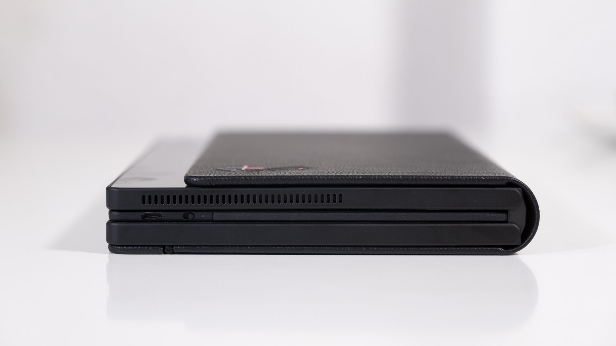 Lenovo ThinkPad X1 Fold geschlossen Seite Close Up