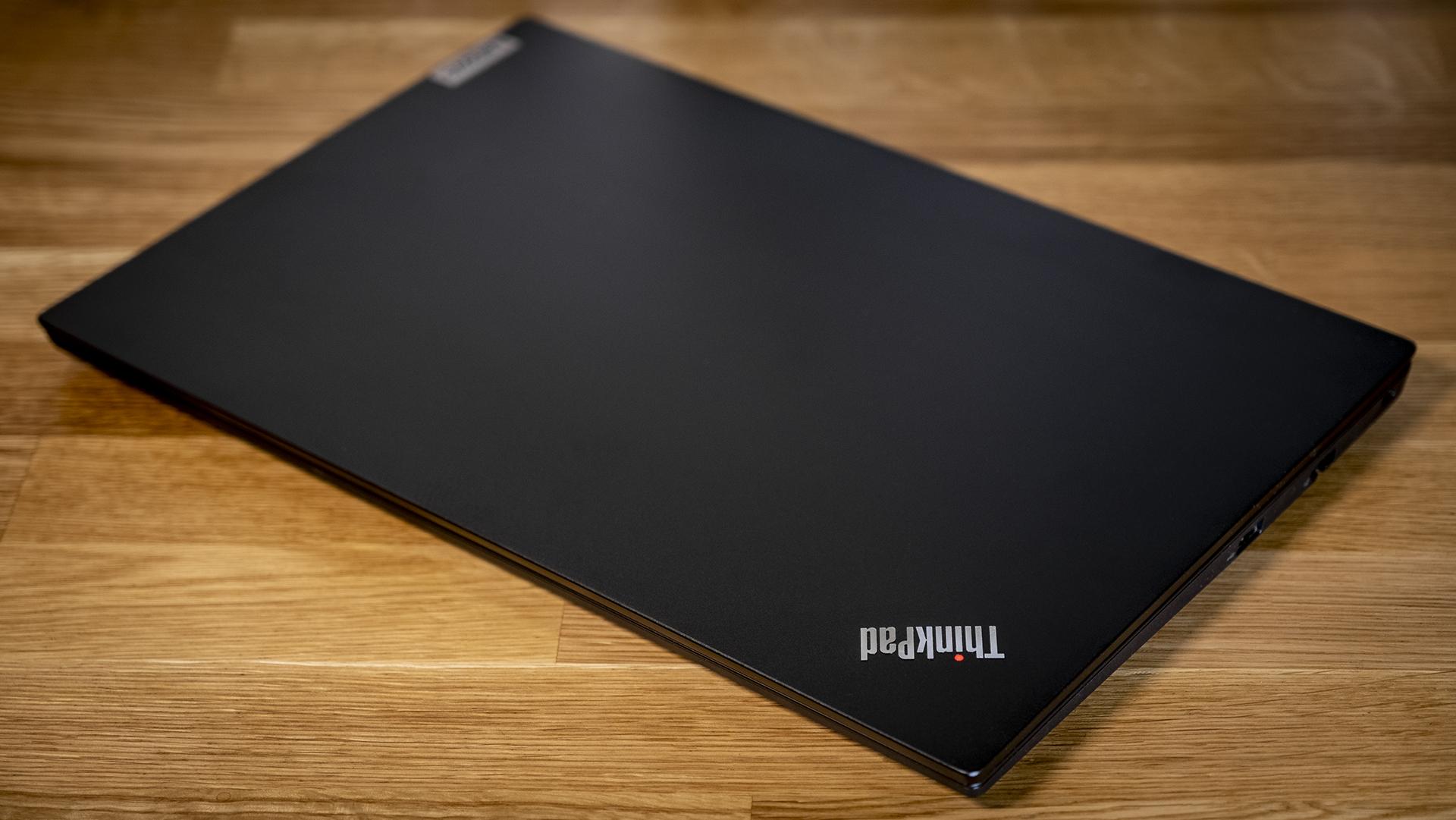 Lenovo ThinkPad E15 Geschlossen Deckel