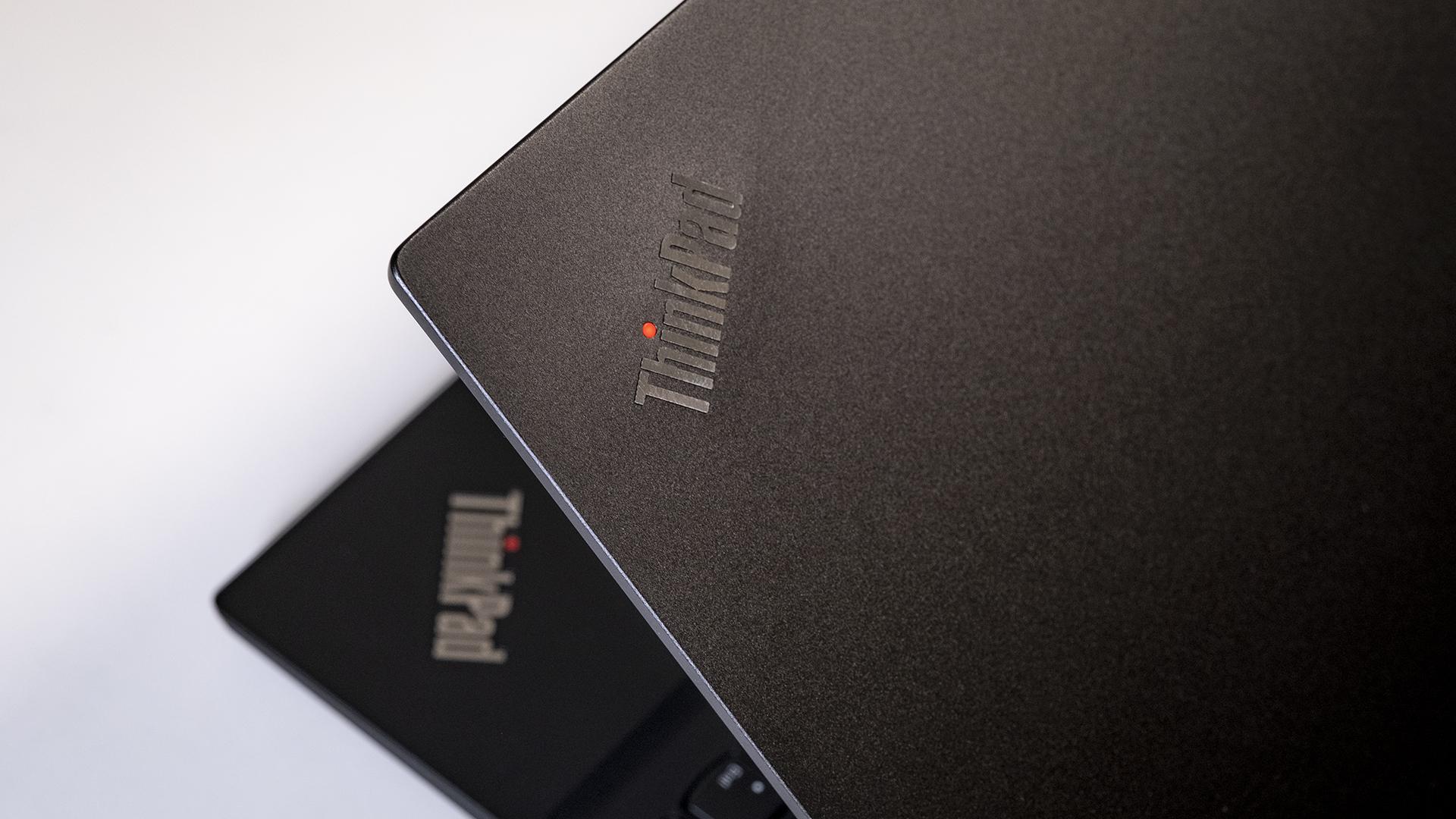 Lenovo ThinkPad E15 Logo Design NavPoint Außen