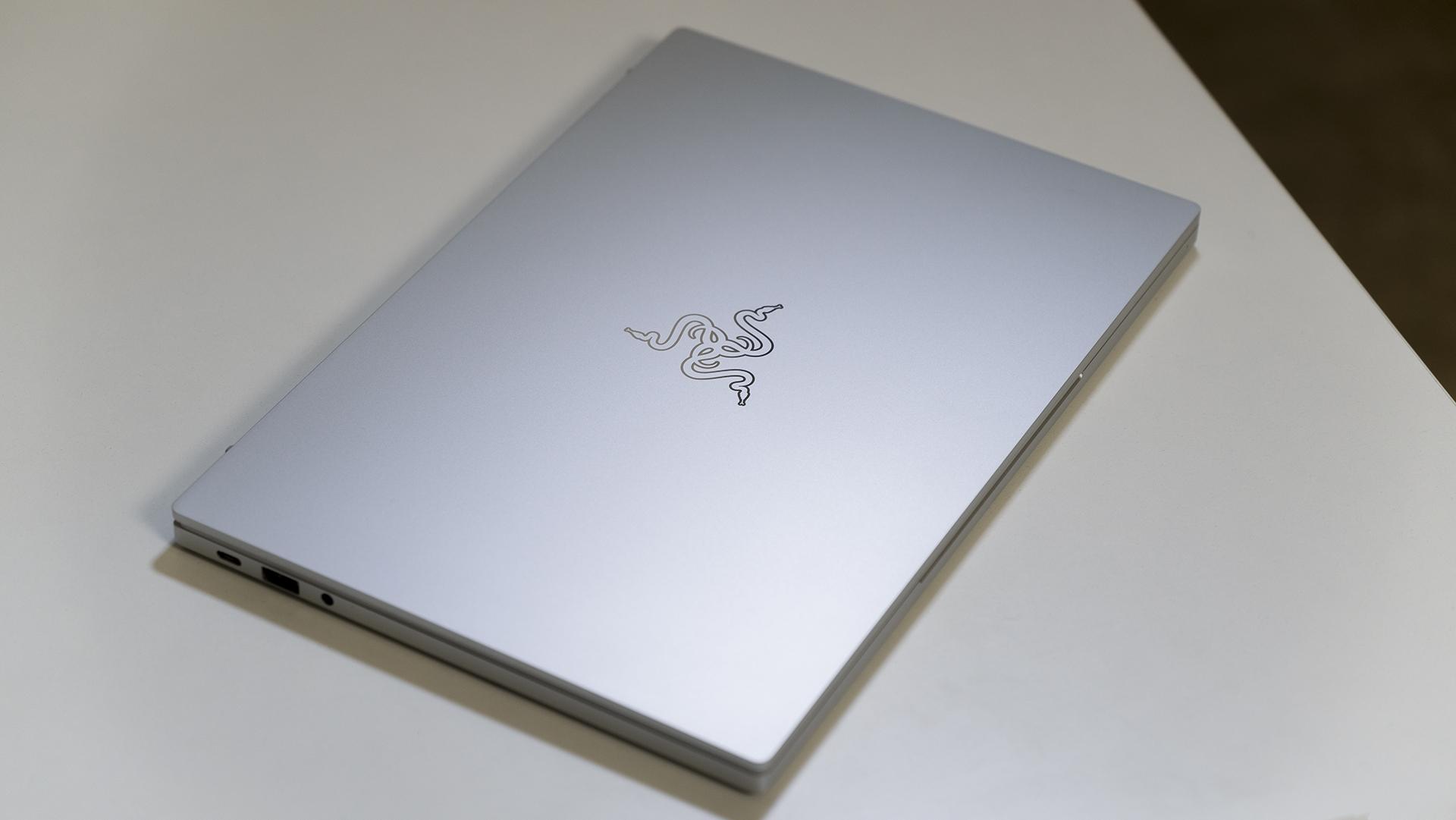 Razer Book 13 Deckel geschlossen links
