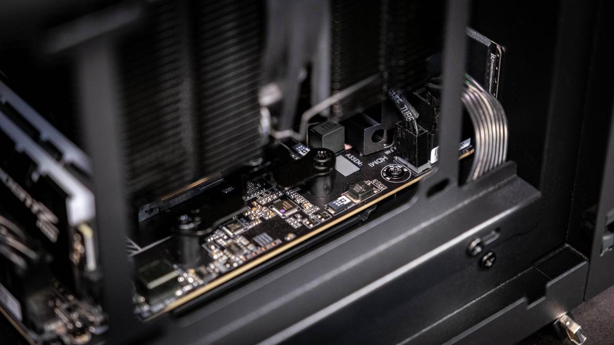 Razer Tomahawk Mini-ITX Schraube