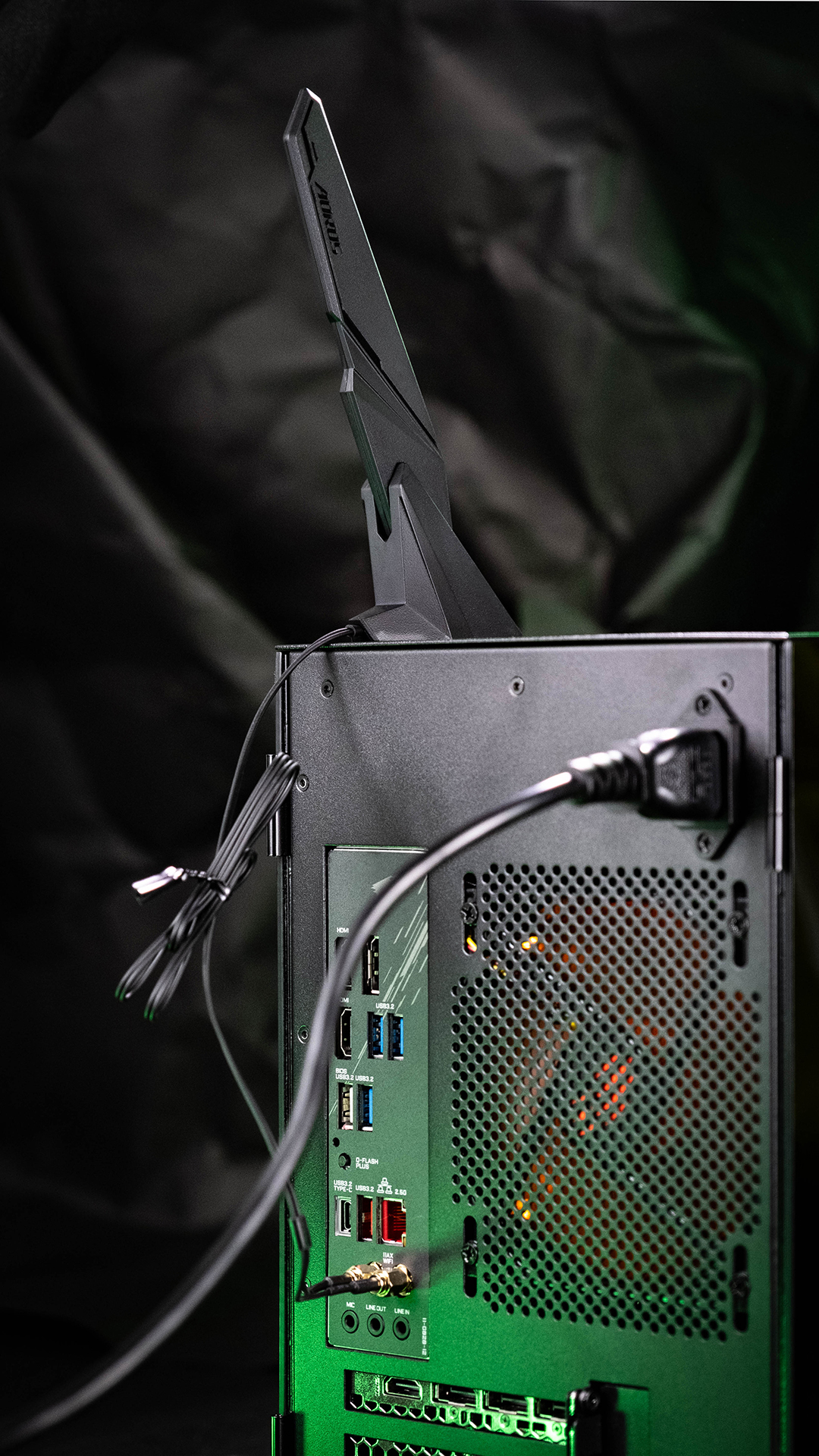 Razer Tomahawk Mini-ITX WiFi 6
