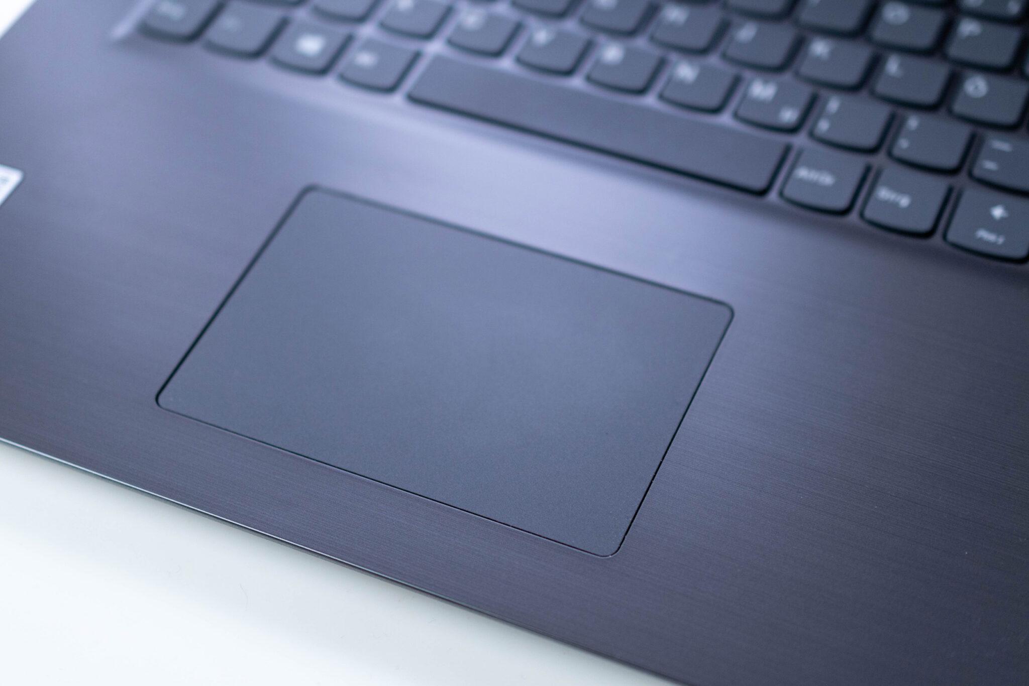 Das Touchpad des Lenovo V17 hätte etwas größer sein dürfen