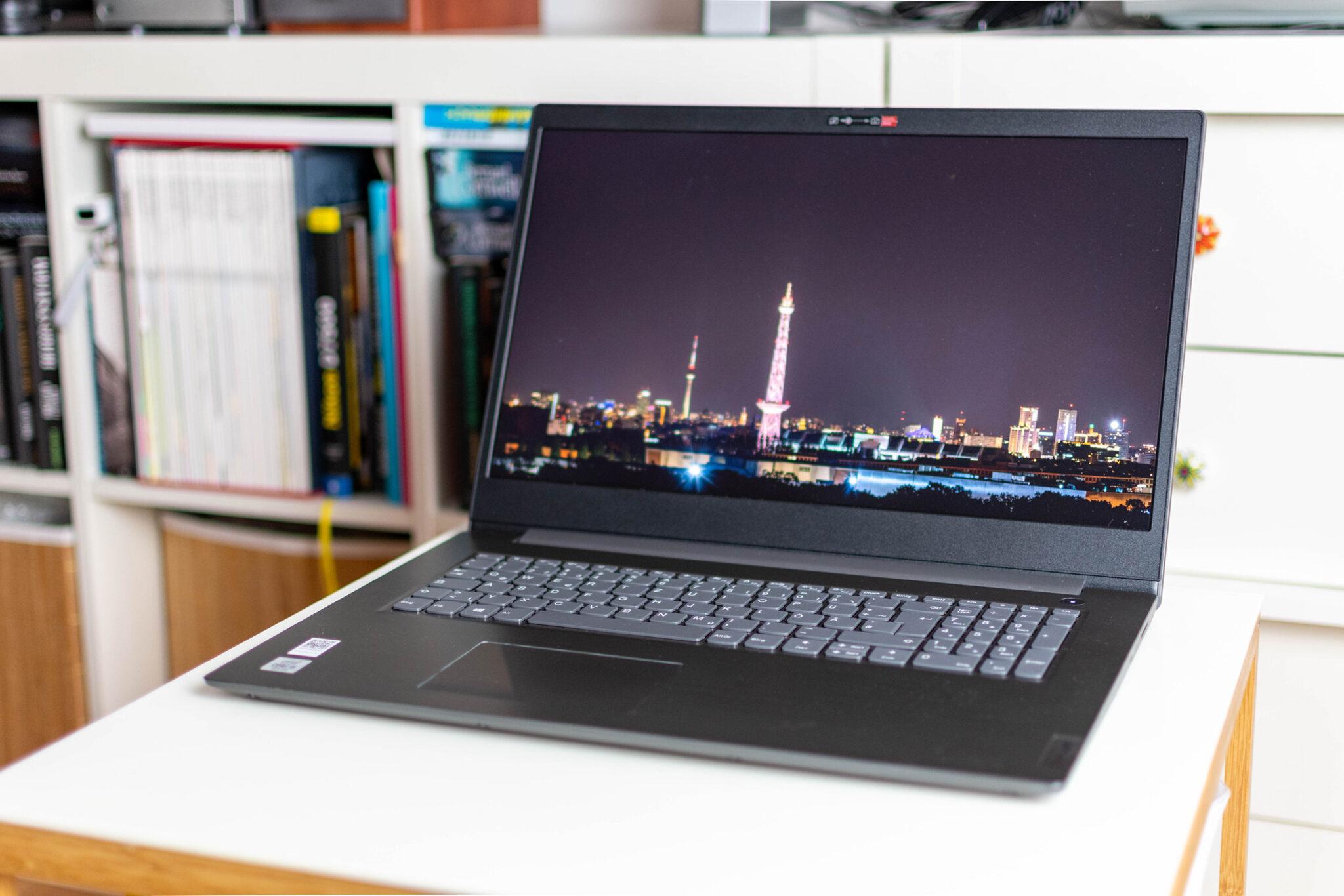 Das Display des Lenovo V7 ist bereits ab Werk gut kalibriert