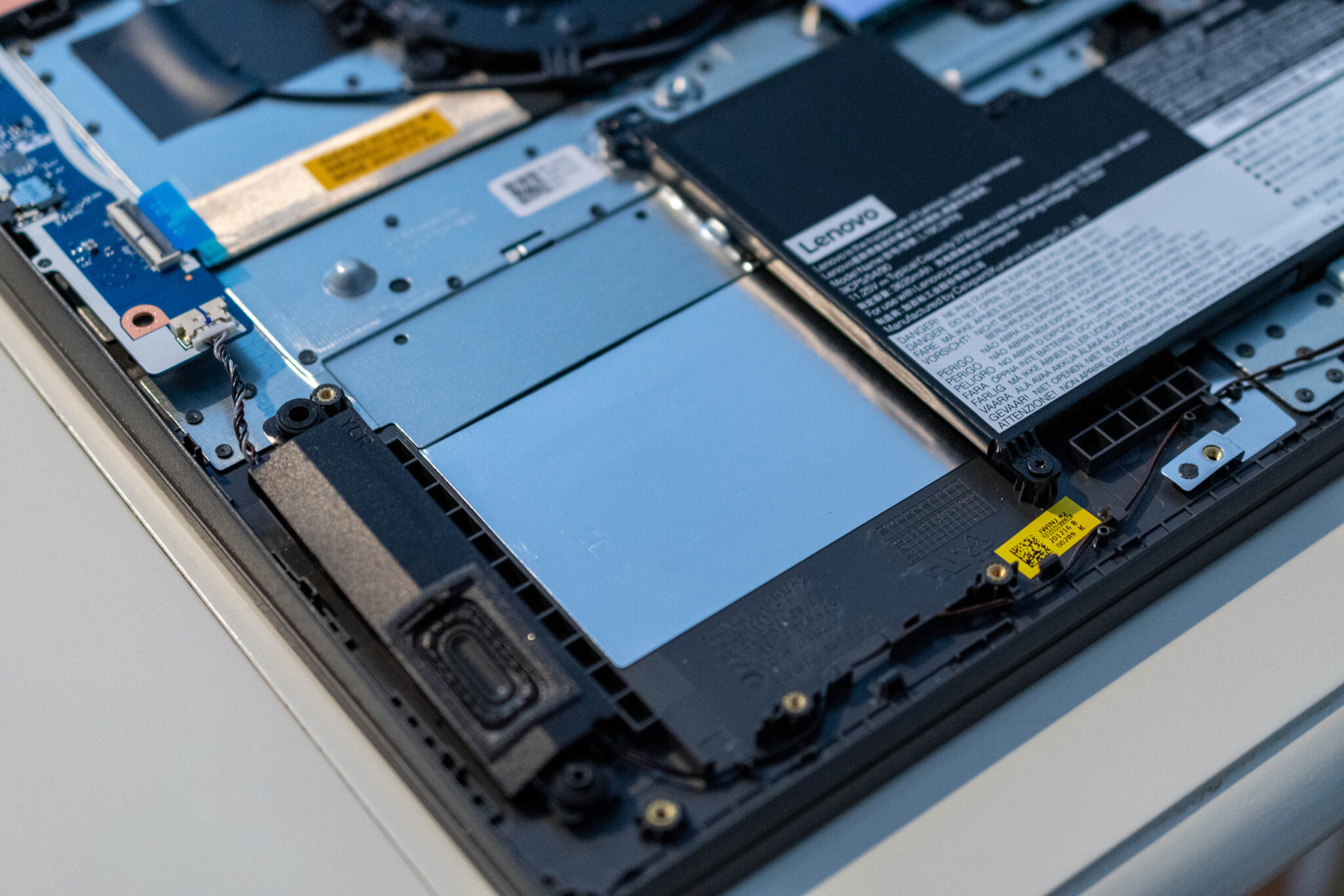 Lenovo V17 zweite SSD einbauen