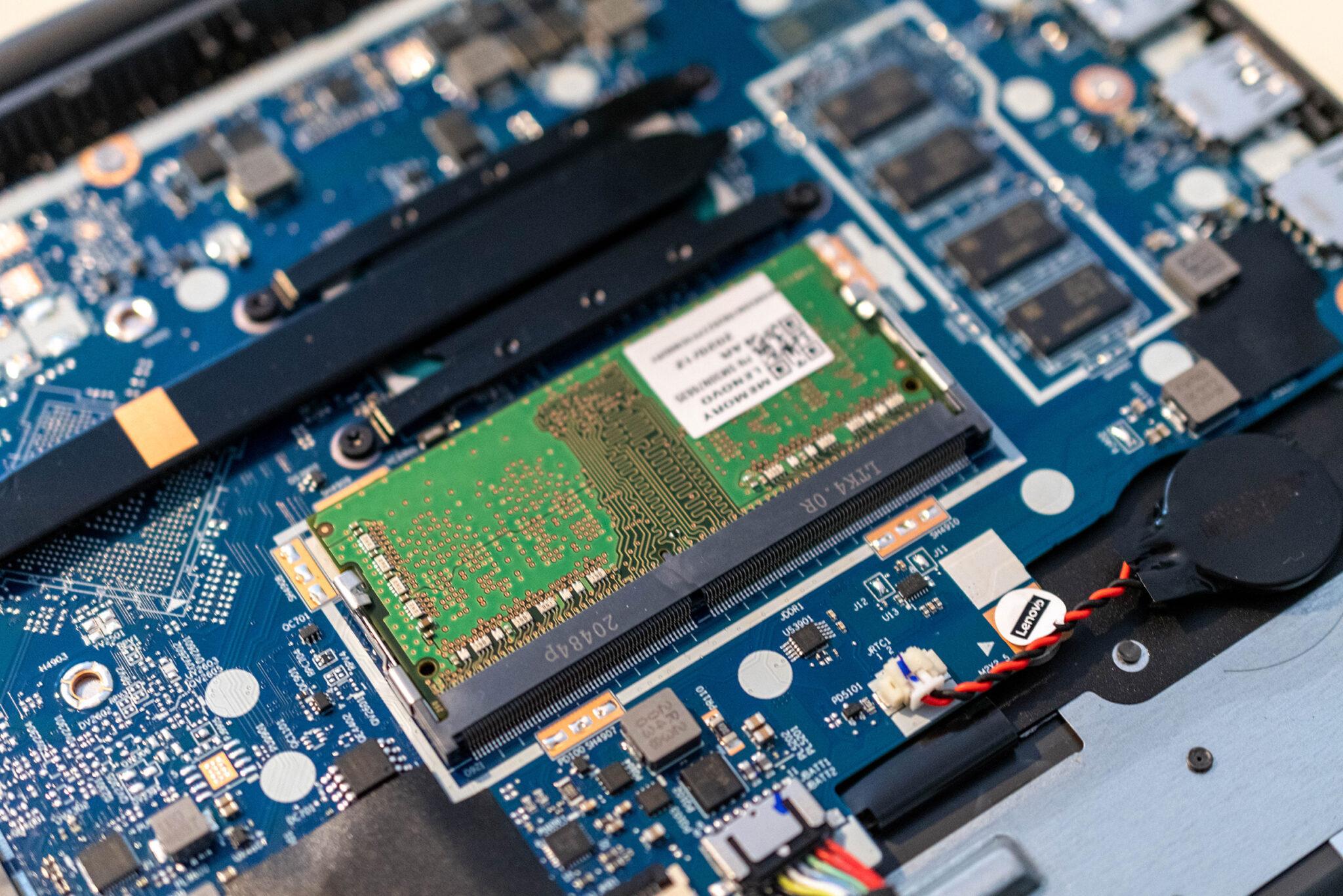 Lenovo V17 RAM aufrüsten