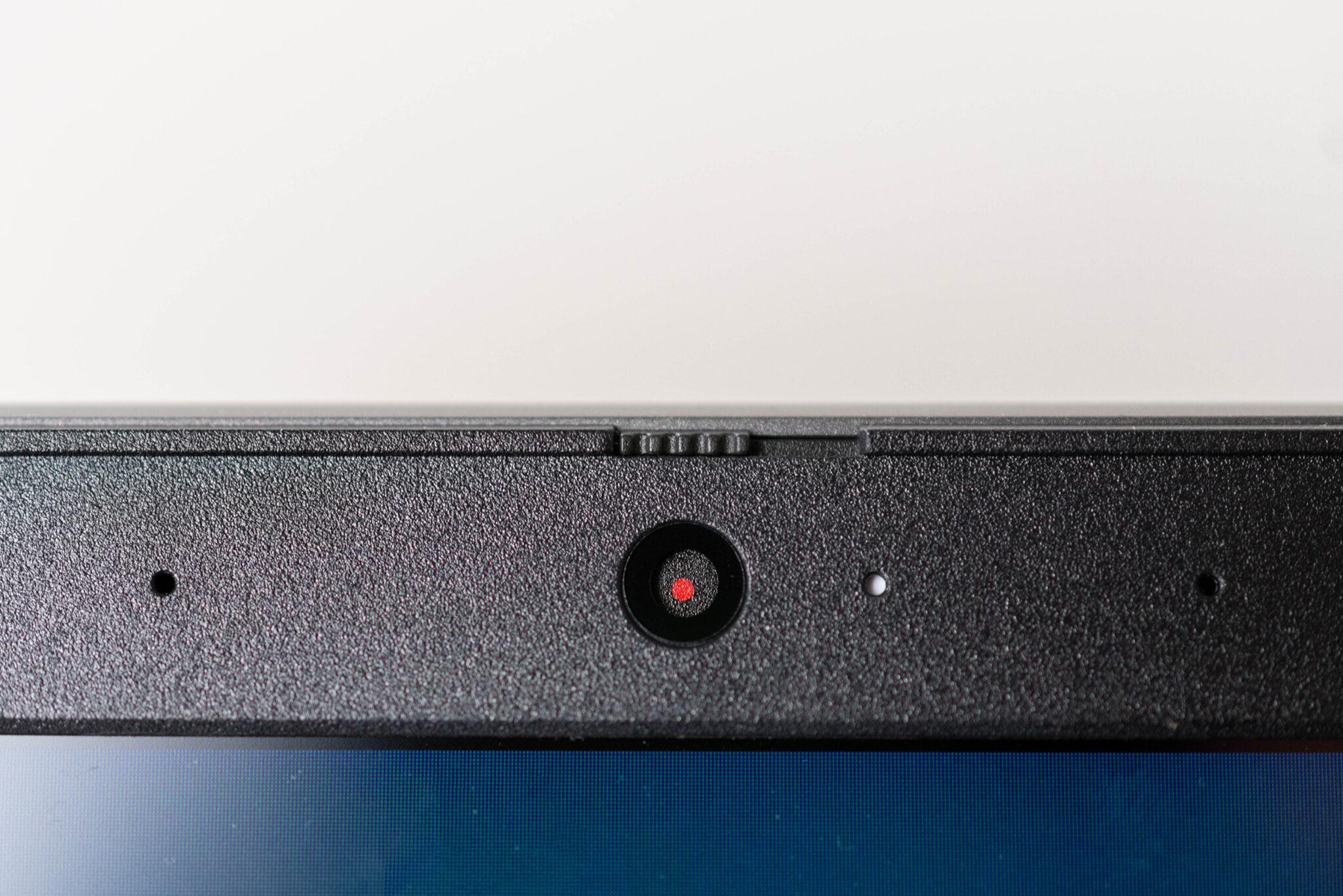 Die Webcam des Lenovo V17 lässt sich mit einem Schiebregler verdecken