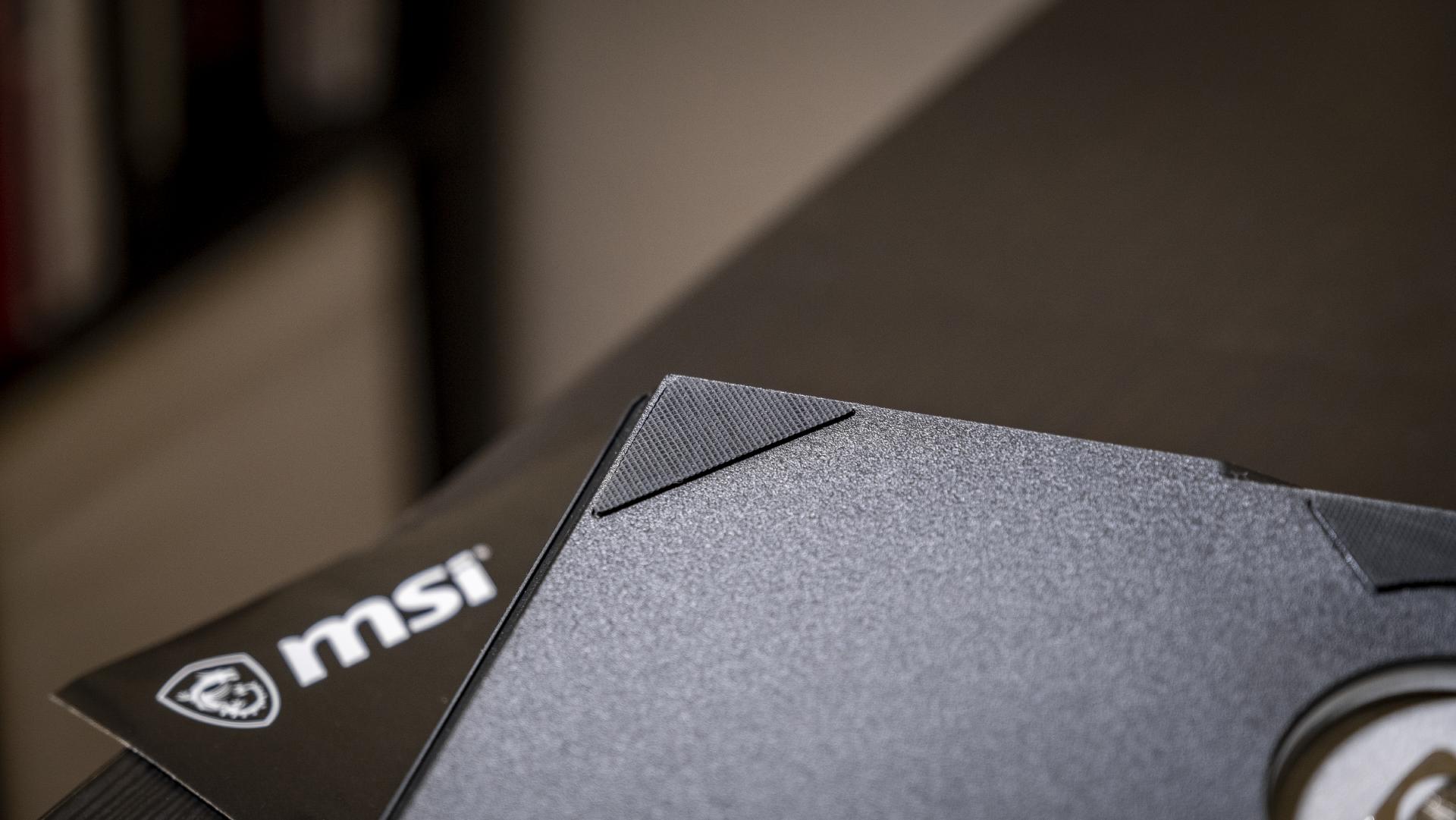 MSI Optix MAG274QRF-QD Standfuß Gumminoppen Close-Up